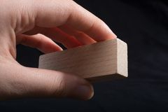 Litet stycke av klippt trä i hand Fotografering för Bildbyråer