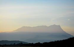 Litet suddighetsbild av Mount Kinabalu Royaltyfri Fotografi