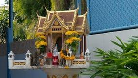 Litet thailändskt altare med Fanta lager videofilmer