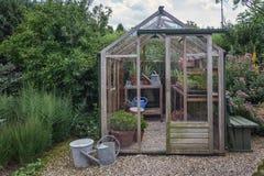 Litet växthus i trädgården Royaltyfri Bild