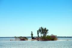 litet vatten för ö arkivfoto