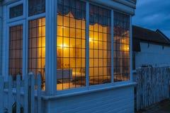 Litfönster på natten Arkivbilder