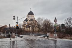 lithuania Igreja de Znamensky perto da ponte de Zverinsky em Vilnius 31 de dezembro de 2017 imagens de stock