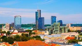 Lithuania przeciw błękit brązu miasta diuka gediminas uroczystemu Lithuania pomnikowemu niebu Vilnius tła miasta projekta linia h Obraz Stock