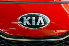 lithuania vilnius Nära ovala Logo Of Kia Motors At röda Hood Of Fotografering för Bildbyråer