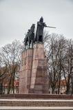 Lithuania Zabytek Gediminus jest statuą Uroczysty diuk Gedimin przy Katedralnym kwadratem w Vilnius Styczeń 3, zdjęcie royalty free