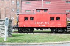 LITITZ, PA - 30 ΑΥΓΟΎΣΤΟΥ: Ανάγνωση Caboose στον παλαιό σταθμό τρένου σιδηροδρόμου Lititz στις 30 Αυγούστου 2014 Στοκ εικόνα με δικαίωμα ελεύθερης χρήσης