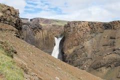 Litlanesfosswaterval en basaltachtige rotsen, IJsland Stock Foto