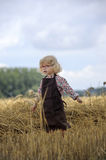 Litle gilr playin in a wheat field Royalty Free Stock Photography