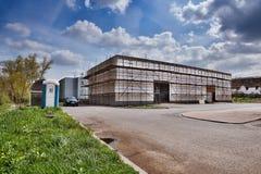 Litomerice, чехия - 14-ое апреля 2017: строя новый магазин парка покупок весной Стоковая Фотография RF