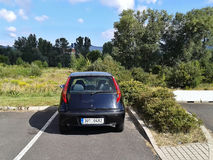 Litomerice, repubblica Ceca - 12 agosto 2012: supporto posteriore di Fiat Punto II dell'automobile nel parco di acquisto prima de Immagini Stock Libere da Diritti