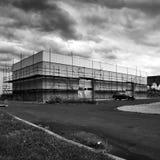 Litomerice Tjeckien - Augustl 12, 2017: byggnad av det nya lagret i shopping parkerar i sommarferie Arkivbild