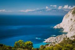 Litoral íngreme de Zakynthos, penhascos da pedra calcária na parte ocidental da ilha Greece fotografia de stock royalty free