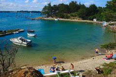 Litoral, beira-mar e praia das monges auxiliares da ilha em Brittany no Morbihan La France foto de stock royalty free