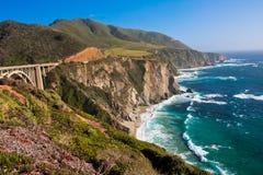 Litoral bonito ao longo do Pacífico em Big Sur, Califórnia fotografia de stock royalty free