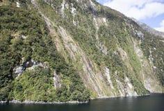Litoral cênico do ` s Fiordland de Nova Zelândia Fotos de Stock Royalty Free