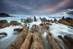 Litoral da baía de Barraga com mares selvagens Fotos de Stock Royalty Free