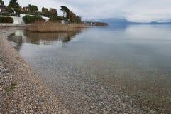 Litoral de Garda do lago durante o inverno Imagem de Stock Royalty Free