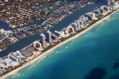 Litoral de Miami visto da alta altitude imagens de stock