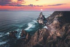 Litoral de Oceano Atlântico no nascer do sol fotos de stock royalty free