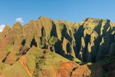 Litoral do Na Pali tomado do cruzeiro do por do sol ao longo da costa de Kauai fotos de stock