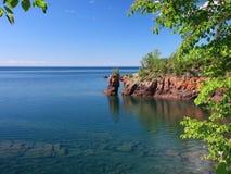 Litoral do superior de lago com arco imagens de stock royalty free