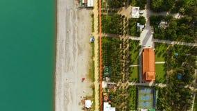 Litoral em Batumi Geórgia, área da frente marítima com praia e mar dos azuis celestes, turismo vídeos de arquivo
