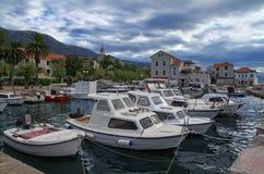 Litoral en Kastela, mar adriático, cerca de la fractura, Croacia Fotografía de archivo libre de regalías