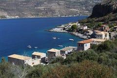 Litoral perto da vila de Limeni, Peloponnese, Grécia foto de stock royalty free