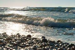 Litoral rochoso, pedras no litoral fotos de stock royalty free