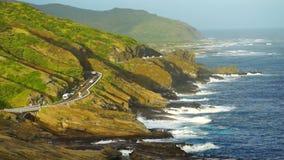 Litoral sul do Oceano Pacífico de Oahu Havaí da costa da estrada de Kalanianaole video estoque