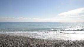 Litorale del Cagnes-sur-Mer in un giorno di inverno soleggiato video d archivio