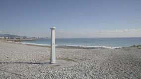 Litorale del Cagnes-sur-Mer in un giorno di inverno soleggiato stock footage