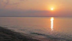 Litorale del Mar Mediterraneo al tramonto video d archivio