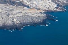 Litorale del paesaggio dell'Islanda di vista aerea Immagini Stock