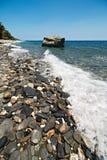 Litorale della spiaggia rocciosa Immagine Stock