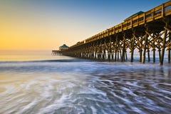 Litorale dello Sc Atlantico di Charleston del pilastro della spiaggia di follia Fotografia Stock Libera da Diritti