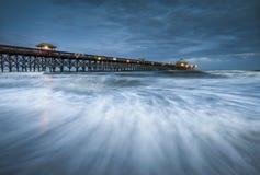 Litorale dello Sc di Charleston del pilastro della spiaggia di follia di luce della luna Immagini Stock