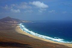 Litorale di mare roccioso di fuerteventura Fotografia Stock
