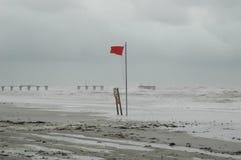 Litorale di martellamento di uragano Fotografie Stock Libere da Diritti
