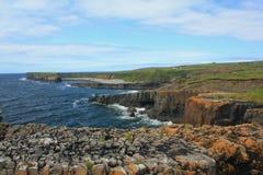 Litorale roccioso, contea Clare, Irlanda fotografia stock libera da diritti