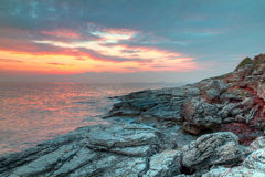Litorale roccioso del Croatia al tramonto Fotografia Stock