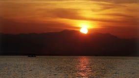Litorale su un tramonto l'indonesia bali video d archivio