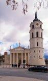 2017-02-25 Litouwen, Vilnius-Kathedraalbasiliek een Klok, een mooie oude stad van Vilnius en een mooie dag, royalty-vrije stock foto's