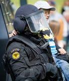Litouwse de Eenheidsaras van Politie Antiterroristenverrichtingen ambtenaar Stock Foto's