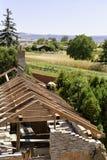 Litovel, República Checa 3 de agosto de 2018, opinión superior sobre una situación del carpintero en una construcción de la mader fotografía de archivo libre de regalías