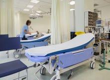 Lits de chambre de secours d'hôpital image libre de droits