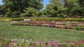 Lits de fleur multiples chez Dallas Arboretum photos stock