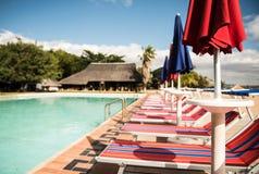 Lits de Sun de station de vacances Image libre de droits