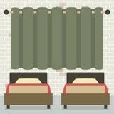 Lits jumeaux dans le mur de Front Of Curtain And Brick Photographie stock